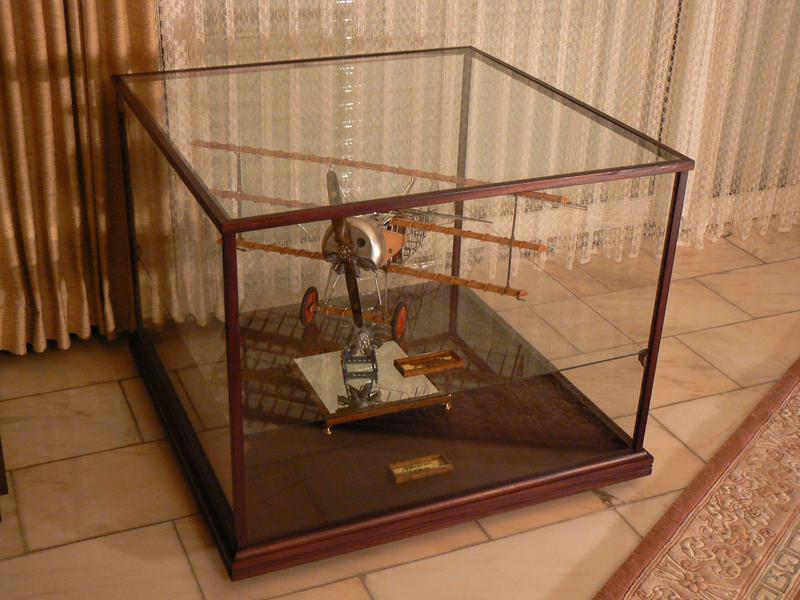 Extrem Präsentieren Professionell gestaltete Holz-Glas-Vitrinen (nicht WF02